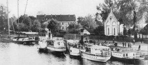 Russ Synagoge und Schiffsanlegestelle