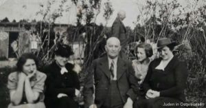 Familie Wartelski 1938 at cemetery