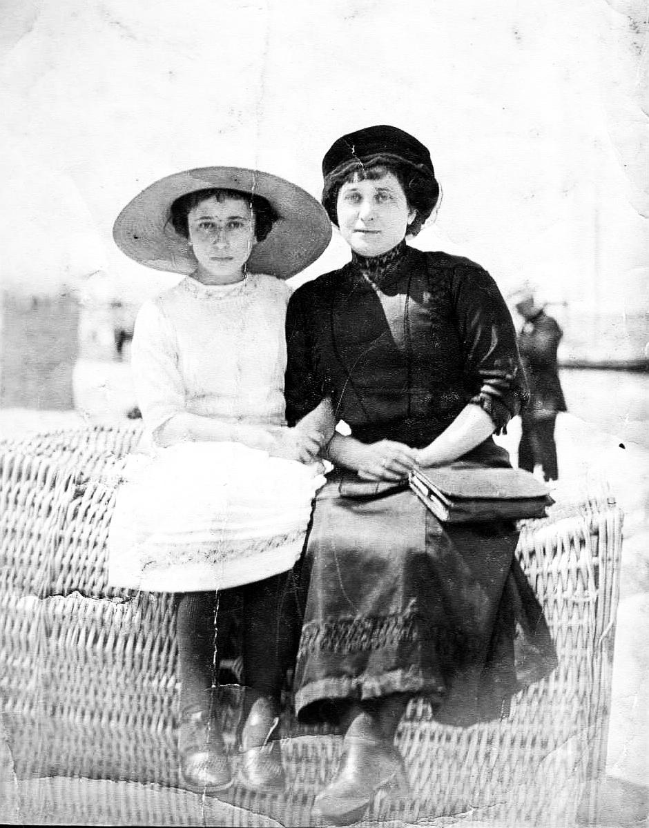 Marie und Hanna Königberger